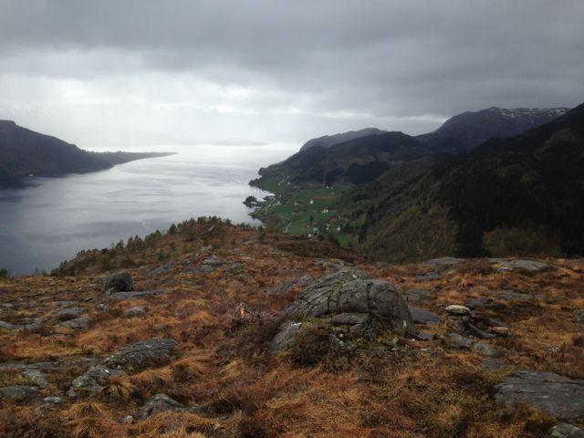 Fem av tur-orienteringspostane er på vegen frå Engebø-gardane og opp på toppen av det etter kvart så kjende Engebjøfjellet.